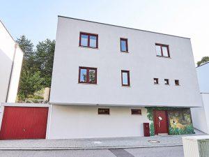 modernes Einfamilienhaus in schlüsselfertiger Massivbauweise von Praml Bau