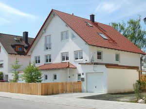 modernes Doppelhaus in München, schlüsselfertige Massivbauweise von Praml Bau
