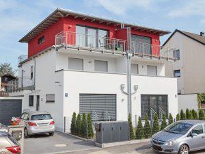 modernes Doppelhaus in schlüsselfertiger Massivbauweise