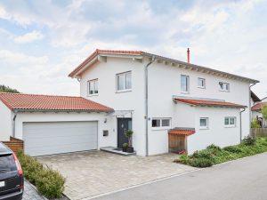 modernes Einfamilienhaus in schlüsselfertiger Massivbauweise